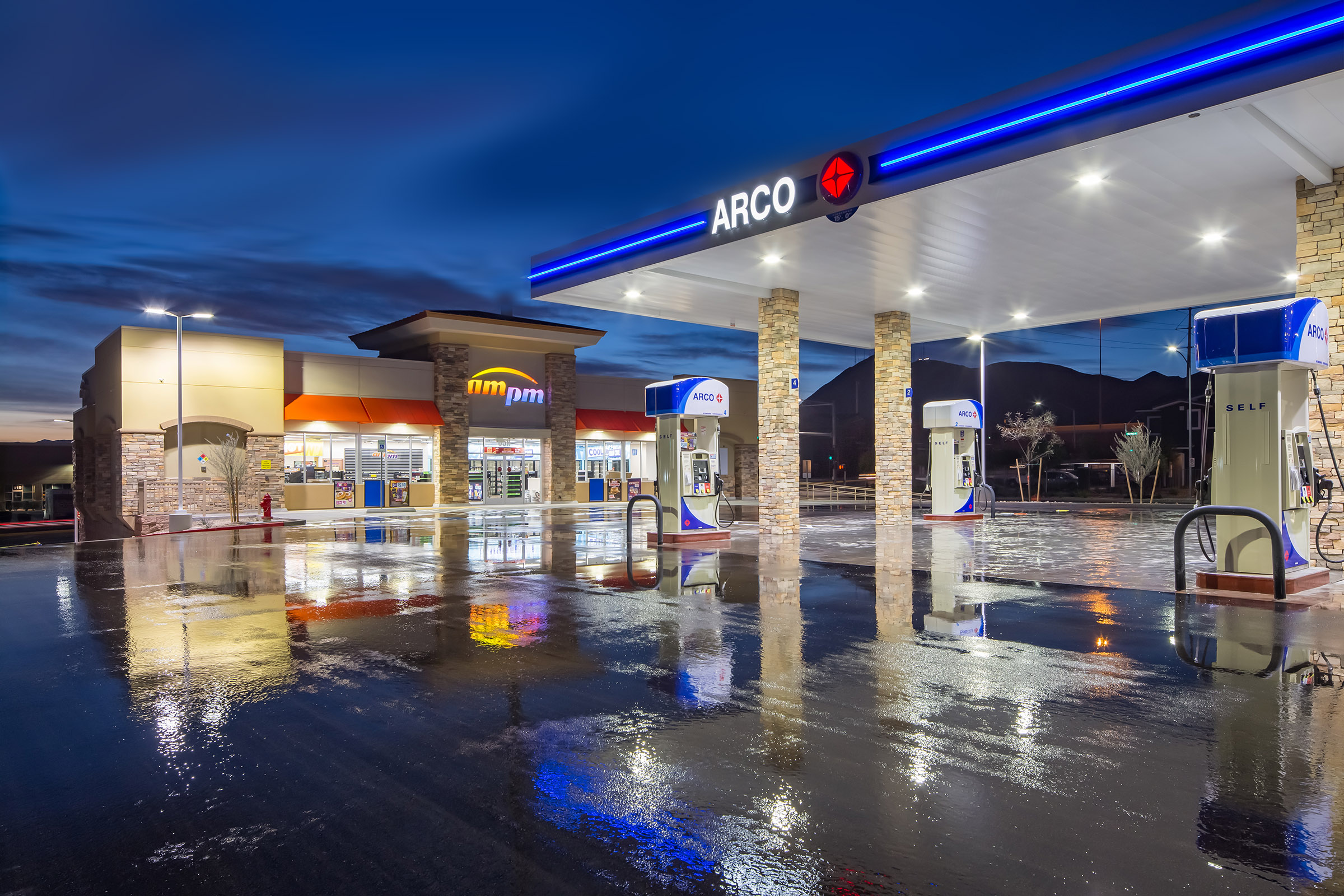 Arco Gas Station Near Me >> Arco Ampm Fuel Center Offers Free Vacuums In Its Car Wash Area Dc